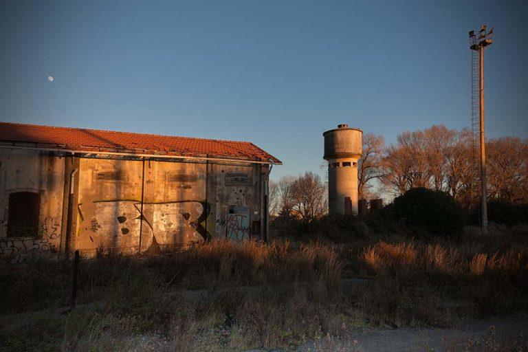 Deposito ferroviario abbandonato, Ventimiglia, 4.38 p.m.
